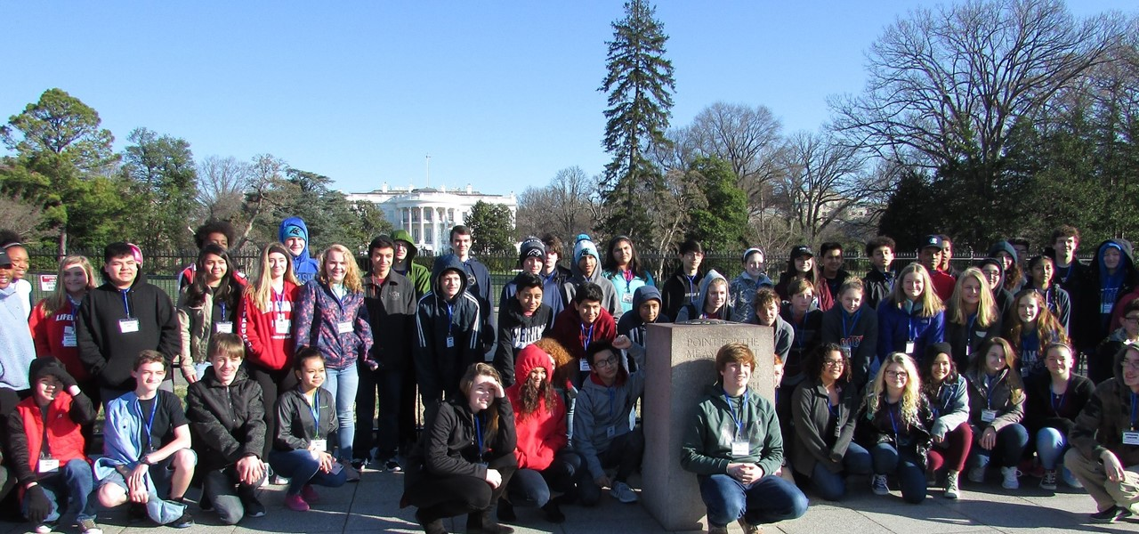 8th graders pose together in front of the White House